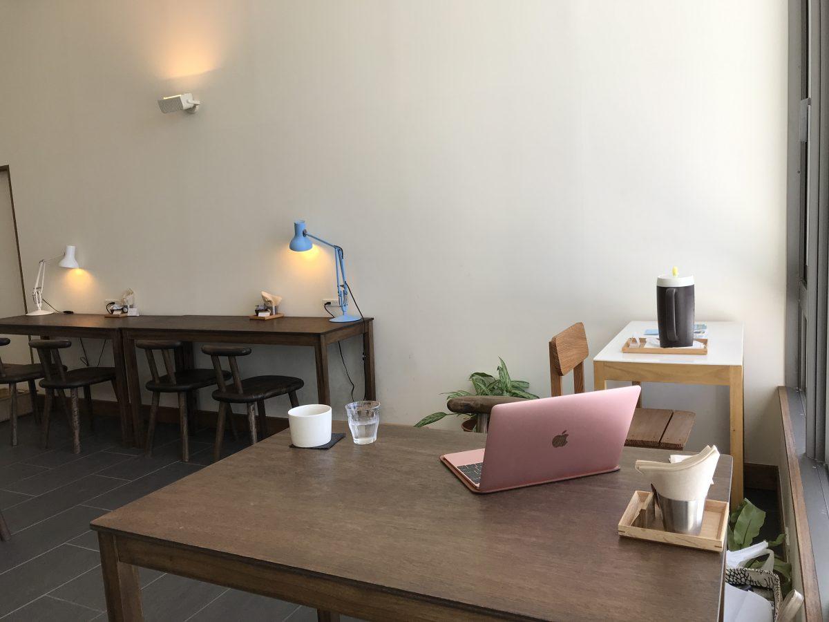 pc片手に仕事する人用喫茶店?