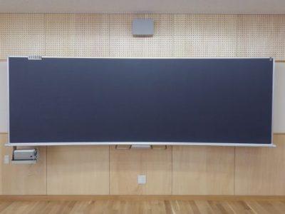 小学校に黒板を納入しました